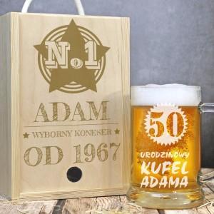 personalizowany kufel w drewnianej skrzynce