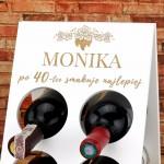 drewniany stojak na wino na prezent na urodziny dla niej