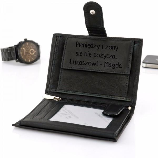 c57033301e00e Skórzany portfel męski z grawerem na prezent na urodziny dla niego ...