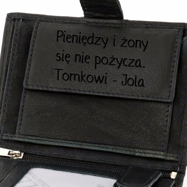 4fcb21c255f73 Skórzany portfel męski z grawerem na prezent na urodziny ...