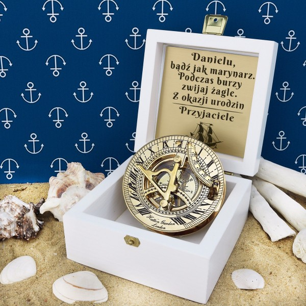 Kompas W Drewnianym Pudełku Z Grawerem Na Prezent Urodzinowy